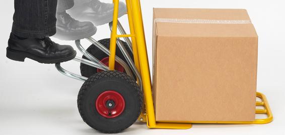 Internt transportudstyr gør det lettere at få fragtet varerne fra lageret til butikken, især når det...