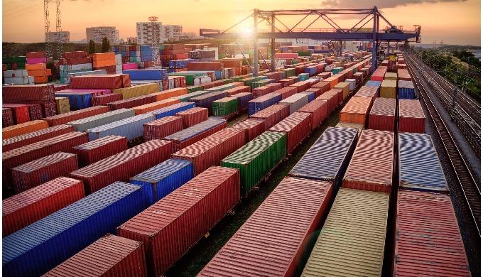 TRASPORTO VIA TERRA Yusen Logistics offre affidabilità e flessibilità senza pari con le nostre soluz...