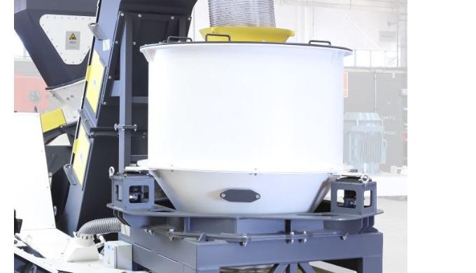 Para la separación del refrigerante que va adherido a la viruta procedente de los procesos de mecani...