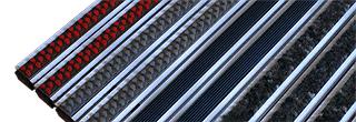 Damklacksvänlig och slitstark rullbar skrapmatta av aluminium som finns i följande alternativ: Kåbe ...