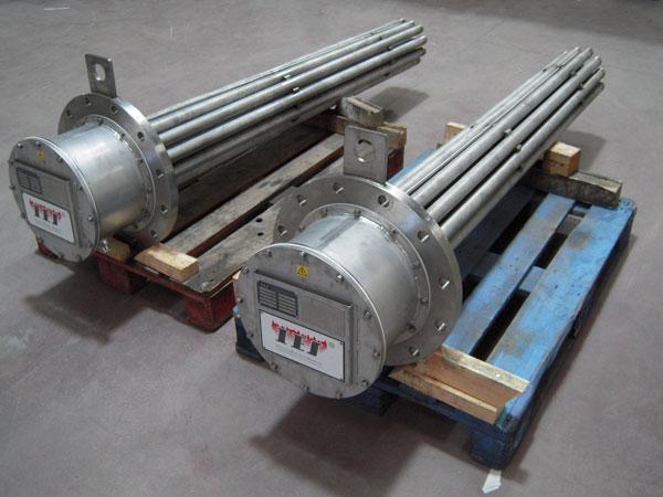 Los calentadores de inmersión con brida están formados por elementos tubulares, caja de conexión y b...