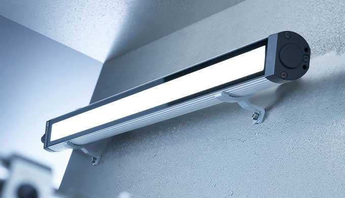 Grazie alle molteplici caratteristiche della luce, con MACH LED PLUS.forty è possibile eseguire i pi...