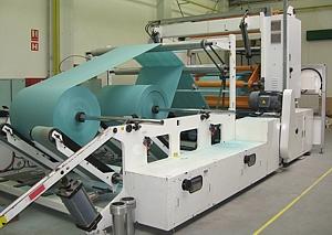 Podélné řezání a převíjení papíru, textilu a fólií