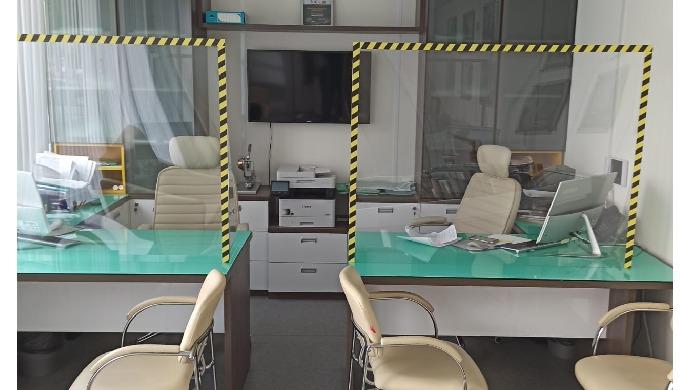 Защитные экраны от коронавируса, наклейки социального дистанцирования