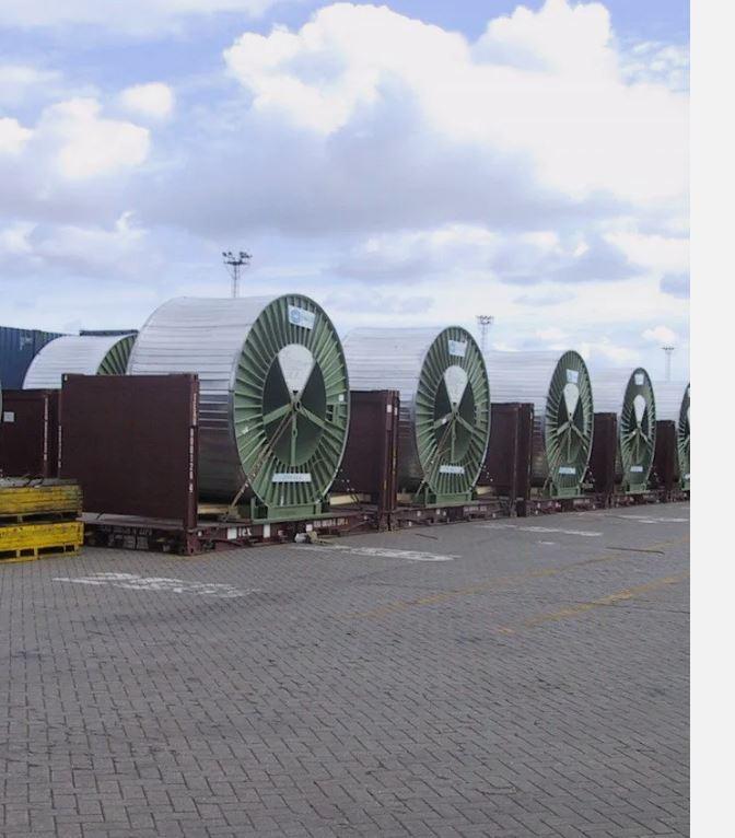 TPI vous propose un service OUT OF GAUGE conteneurs flat. C'est un transport pratique, qui permet de...