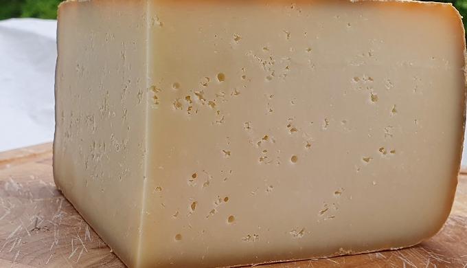 Dégustez et faites plaisir avec notre Fromage fermier de brebis Ossau Iraty fabriqué par des Bergers...