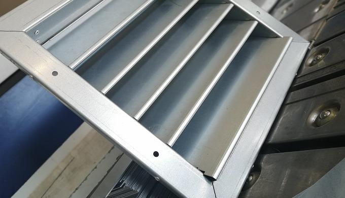 Protidešťová žaluzie je funkční prvek sloužící k ochraně vzduchotechnických zařízení před nečistotam...