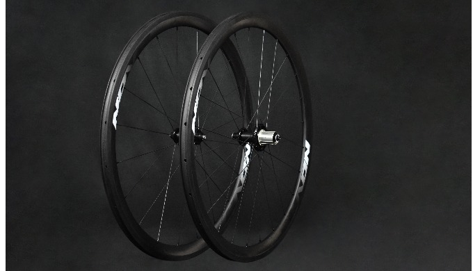 Roue carbone NOVA 38 mm pneu. Conception Française. Ces roues seront l'ami parfait de votre vélo pou...