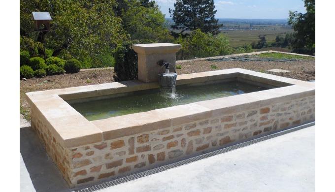 Fontaines, bassins, bancs, pavés… en pierre de Bourgogne Découvrez notre collection de modèles exclu...