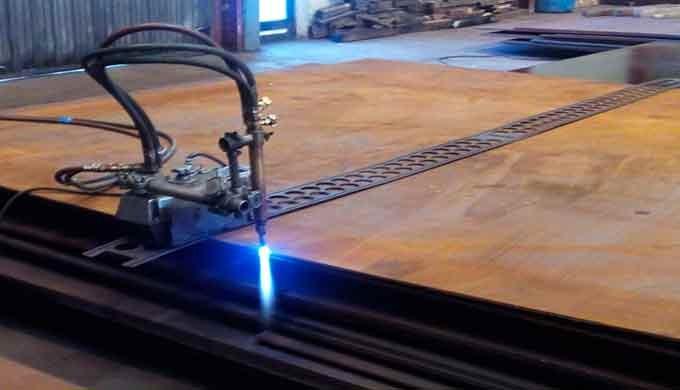 Servicios de Oxicorte de chapas de acero para abastecer a Caldererías y Empresas Constructoras.