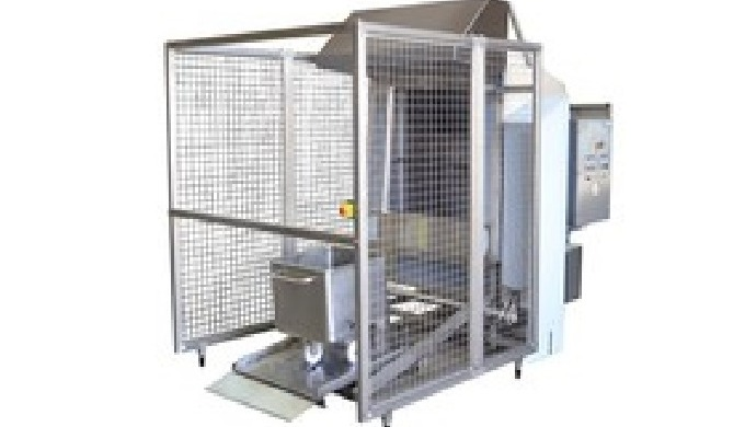 Stainless steel machine for washing trolleys, paloxes and transport boxes