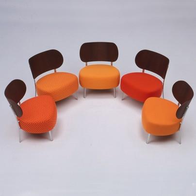 Židle, stoly, sedací systémy