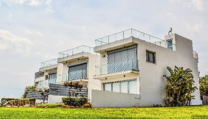 Immobilien & Finanzdienstleistungen Wir bewerten Ihre Immobilie professionell, kostenlos und diskret...