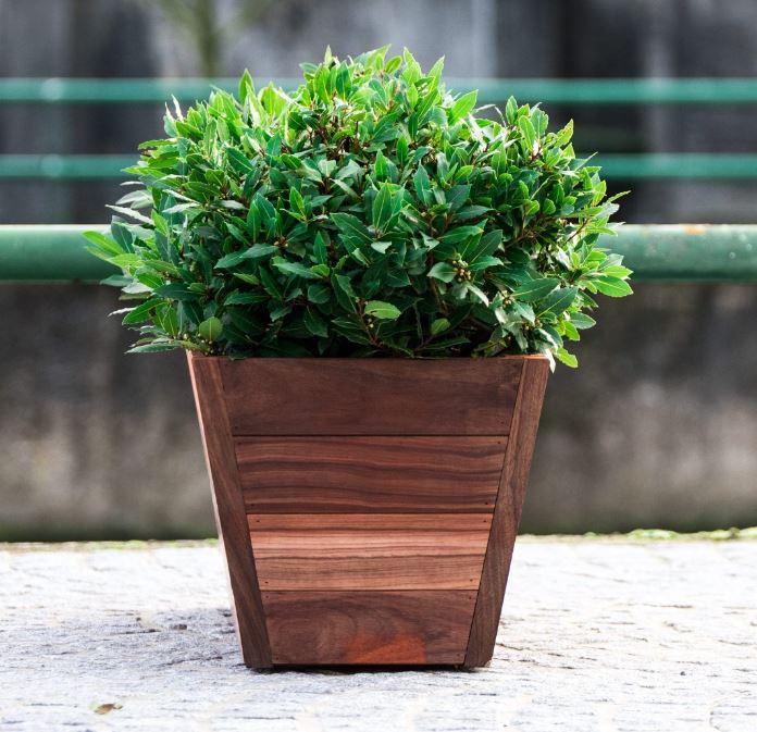 Pour sublimer votre jardin, passez votre commande pour avoir nos magnifiques jardinières en Padouk P...