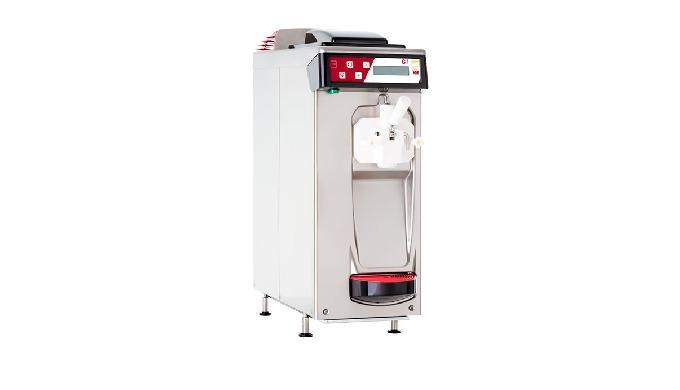 Máquina de gravedad para hacer helado suave. Un equipo de origen italiano con un diseño elegante, pr...