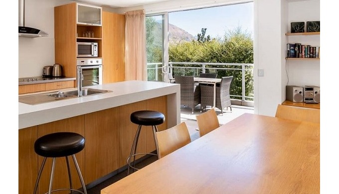 Qualmark rated 4-star luxury accommodation in Wanaka, quality 2 bedroom apartments with balconies.