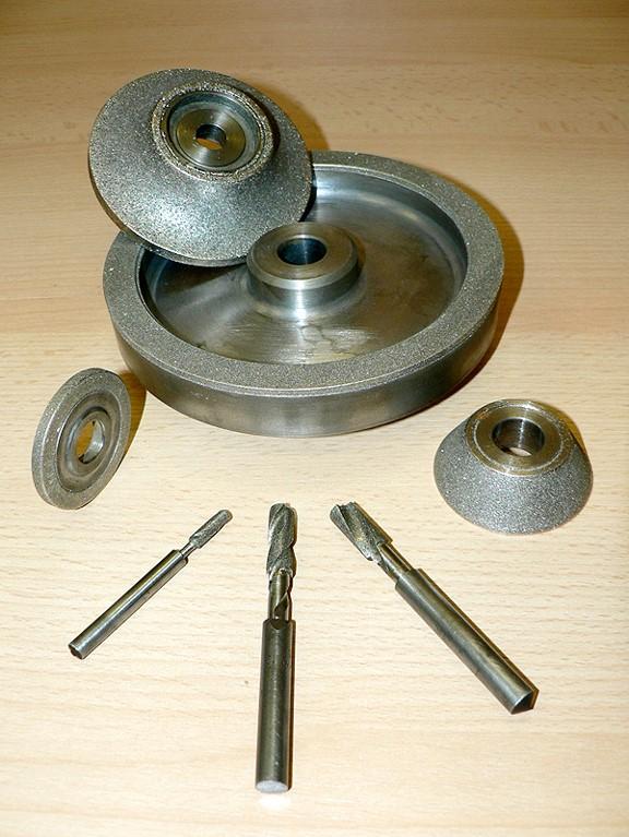 Diamantové nástroje pro broušení a opracování skla