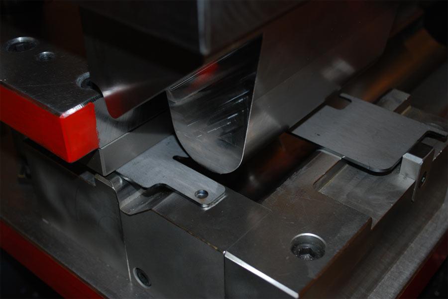 Vi har lång erfarenhet och kompetent personal för framtagning av prototyper och provverktyg för lågs...