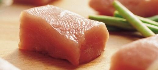 Vi leverer et stort sortiment inden for bacon, pølser, marinerede produkter og pålæg.