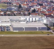 MULTIVAC begann 1961 mit der Herstellung von Vakuum-Kammermaschinen. Schon 1967 wurde die erste Tief...