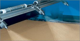 Mit dem PanelSpray® Sprühsystem von Spraying Systems Deutschland GmbH ist gleichmäßiges Befeuchten/S...