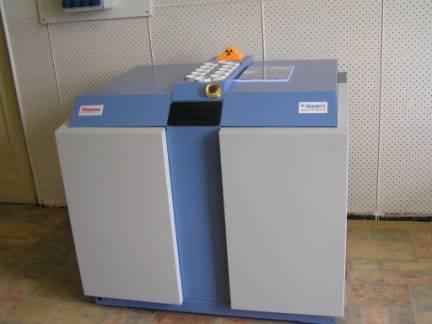 Rentgenový fluorescenční vlnově disperzní spektrometr