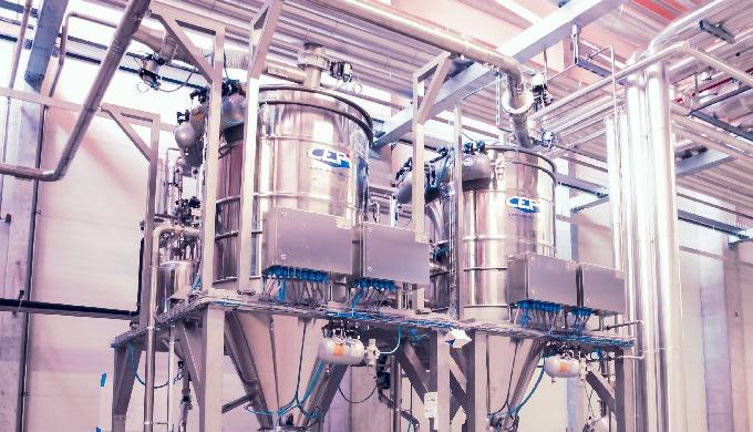 Sistemi per il dosaggio a fine linea di polveri e liquidi, attraverso tramogge e serbatoi modulari c...