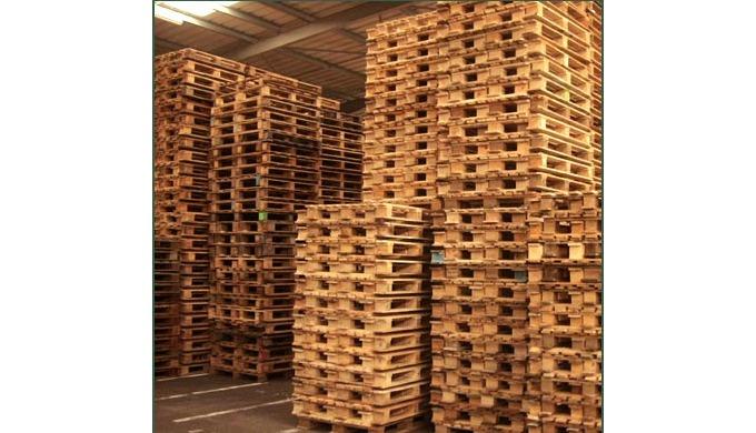 La société CURE EMBALLAGES propose une large gamme de produit : palettes bois standard ou sur mesure...