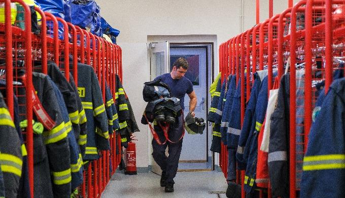 Otevřené šatní skříně pro hasičské stanice a zbrojnice slouží k uložení zásahových ochranných oděvů ...
