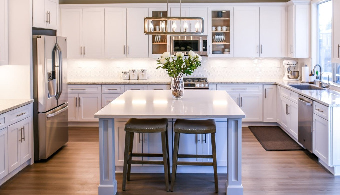 Venaso Selections Services Over 10 years' experience and expertise makes beautiful kitchen renovatio...
