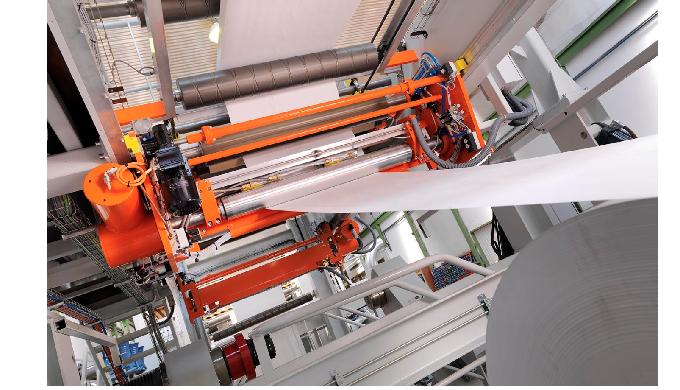 Los rodillos se emplean tanto en plantas de fabricación de papel como en la industria de la transfor...