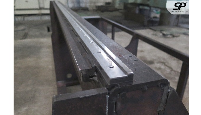 Machining guide rail for machine