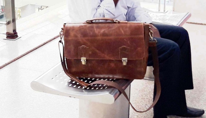 Leather bag that is ideal for carrying 15' laptop to work, at the same time it provides comfort to s...