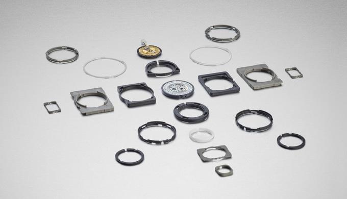 Le cercle retient le mouvement d'horlogerie à l'intérieur de la montre et la protège des coups. Nous...