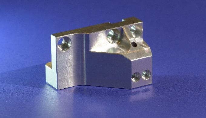Fräsen von Einzelteilen und Serien nach Kundenwunsch auf modernen CNC-Fräsmaschinen