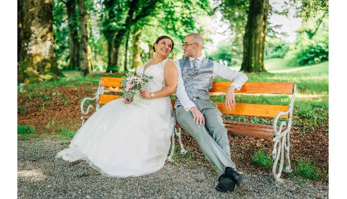 Ihr Hochzeitsfotograf aus der Region Bern für stilvolle und kreative Hochzeitsfotos.