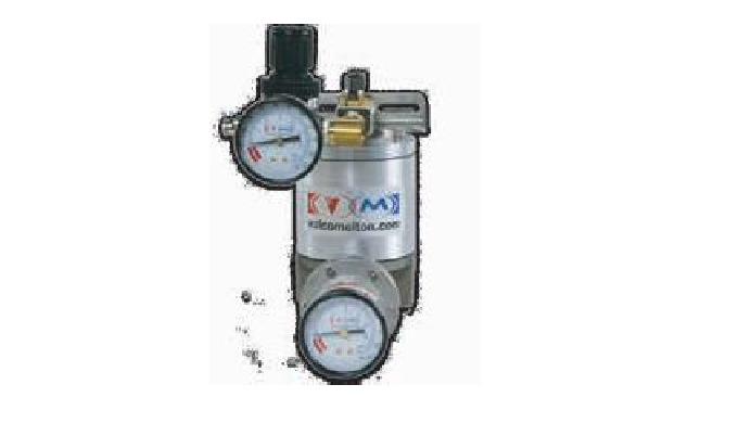 • Regulador de presión de cola con control de la presión residual. Alivia la presión excesiva durant...