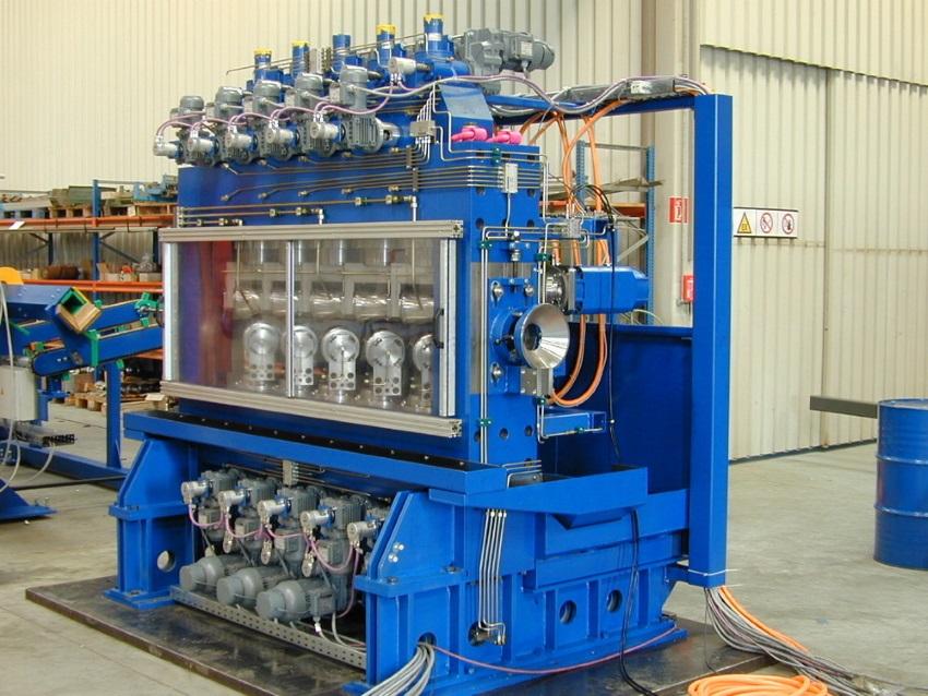 Rovnací stroje na trubky, rovnačky trubekPři výrobě trubek po válcování, tažení příp. tepelném zprac...