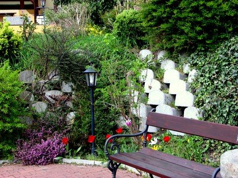 Nejmenší a nejlehčí typ svahovek použitelný pro zahradní a parkové opěrné i zárubní zídky do výšky 1...