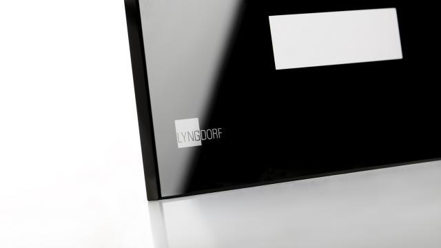 Vi har udstyret til serigrafisk tryk på glas i ekstrem høj kvalitet som front for bl.a. scannere og ...