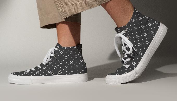 Custom ClassyKasi monocrom print sneaker.