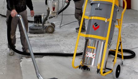 Stort program af rengøringsmaskinerDet store program af rengøringsmaskiner har hovedvægt på industri...