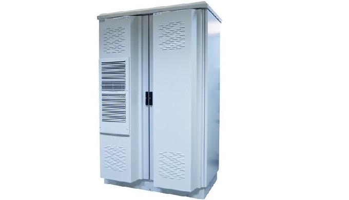 Dulap metalic pentru echipamente de telecomunicatii.