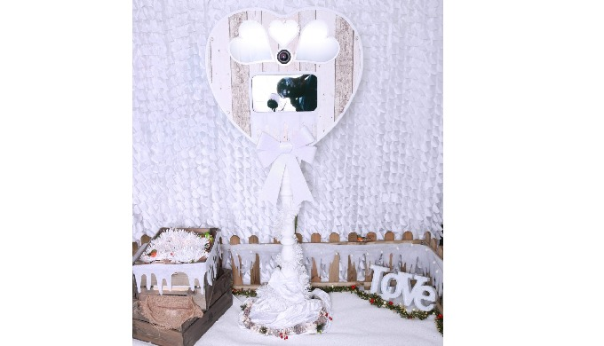 Our heart-shaped freestanding photo booth is perfect for weddings, proms, parties and more. Thanks t...