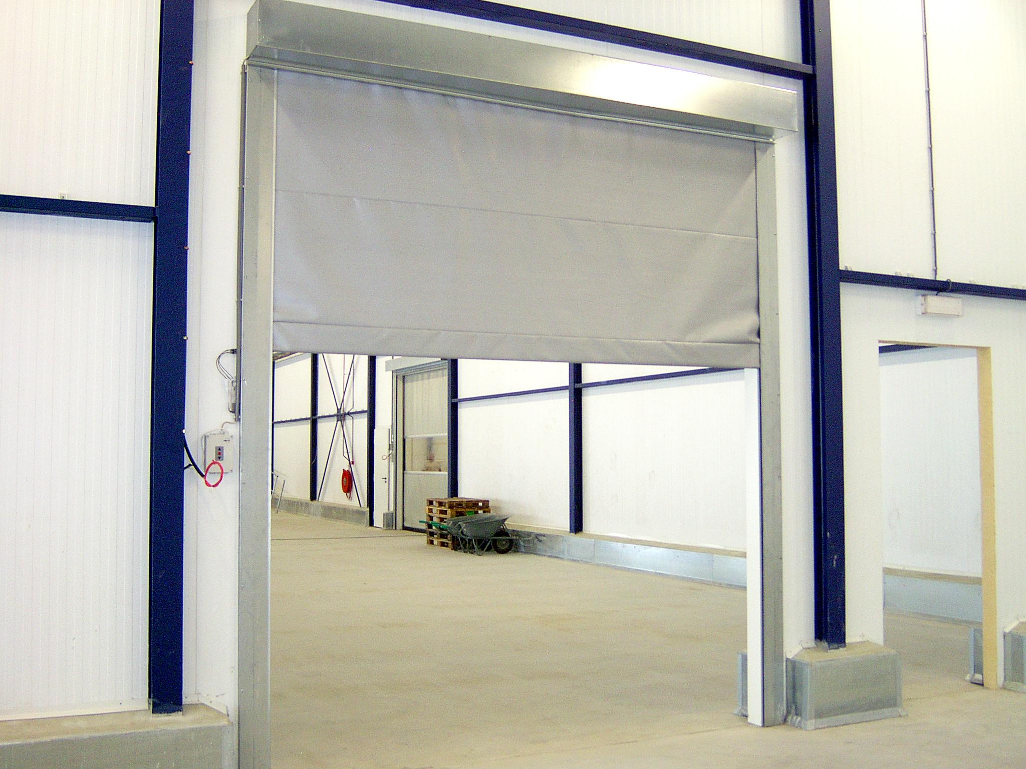 Safe 4000 brandgardinet er i kraftigt og ikke-brandbart PU coatet Wearflexdug, som er fikseret i sty...