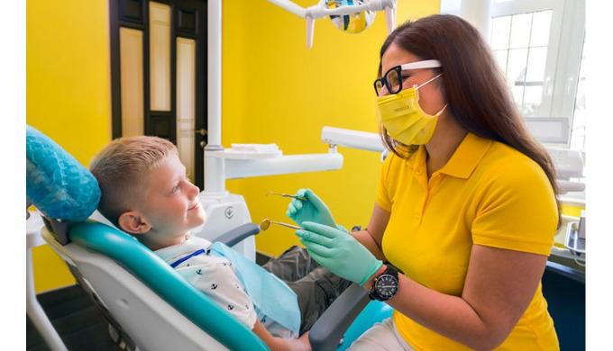Приучать ребенка к гигиене ротовой полости нужно с самых ранних лет. И, если с правильной чисткой зу...