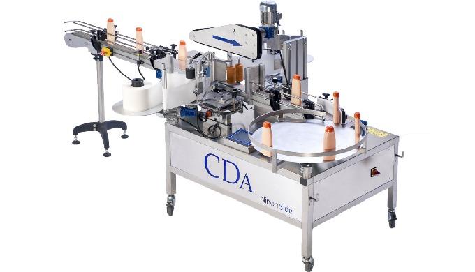 Conçue par la société CDA, la Ninon Side est une étiqueteuse automatique équipée de postes d'étiquet...