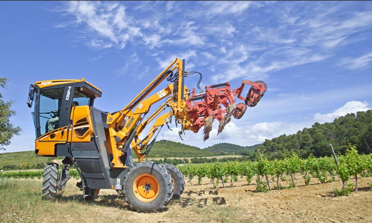 PELLENC vous présente de porte-outils pour travailler vos sols plus efficacement. Il vous permet de ...