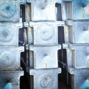 Primární hliník v ingotech