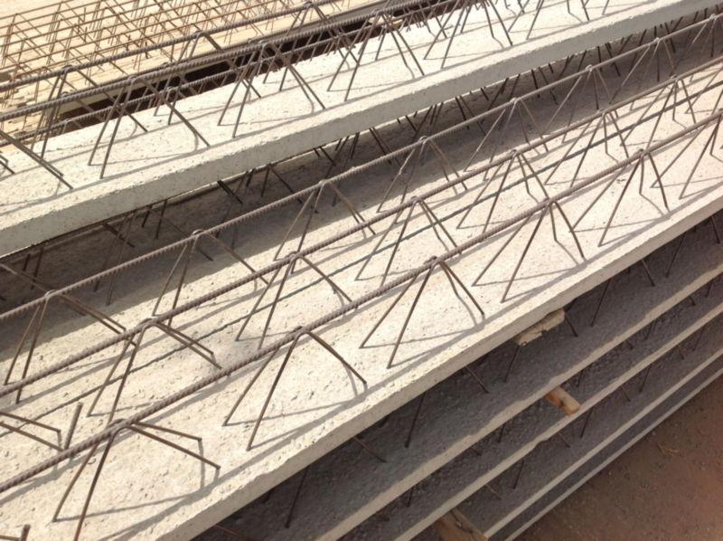 Aussi appelés entrevous, les hourdis béton sont des éléments constitutifs des planchers poutrelle-ho...